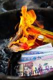 灼烧的纸 免版税库存图片