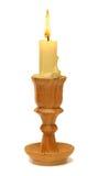 灼烧的老蜡烛葡萄酒木烛台 背景查出的白色 图库摄影