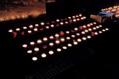 灼烧的蜡烛教会 免版税库存图片