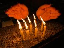 灼烧的蜡烛许多 免版税库存图片