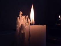 灼烧的蜡烛黑暗 库存图片