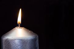 灼烧的蜡烛细节有黑背景 库存图片