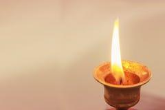 灼烧的蜡烛 免版税库存图片
