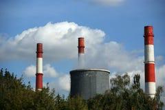 灼烧的采煤用管道输送发电站 库存照片