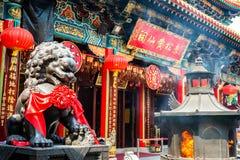 灼烧的香火在黄大仙祠在香港 图库摄影
