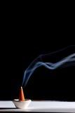 灼烧的香火棍子 库存照片