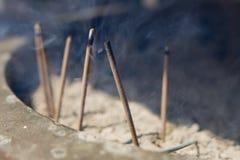 灼烧的香火 免版税库存图片