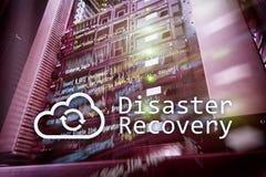 灾后重建 数据预防损失的措施 背景的服务器室 库存照片
