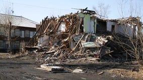 灾害的后果 被破坏的木房子 股票视频