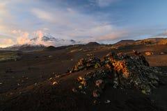 炉渣的领域在扎尔巴奇克火山火山附近的 免版税库存照片