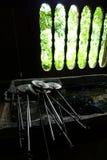 炊事用具在种族马来的厨房里 免版税库存照片
