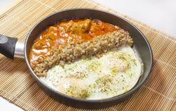 炒蛋和牛肉早餐  库存照片