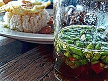 炒饭和辣味番茄酱 免版税库存照片
