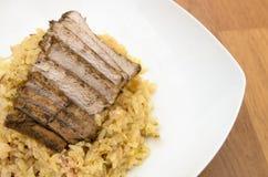 炒饭和鸡蛋用被烘烤的酱油猪肉 免版税库存图片