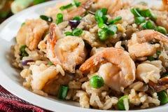 炒饭用虾和菜在板材服务 免版税库存图片