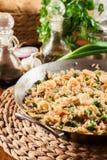 炒饭用虾和菜在煎锅 库存照片