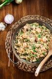 炒饭用虾和菜在煎锅 免版税库存照片