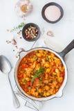 炖有机在煎锅的菜蔬菜炖肉法国ratatouille 库存照片