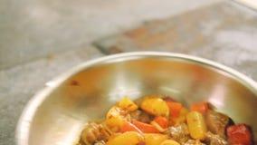 炖煮的食物烹调混乱肉菜的准备食物 股票视频