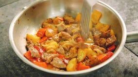 炖煮的食物烹调混乱肉菜的准备食物 影视素材