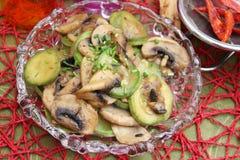 炖煮的食物用夏南瓜和蘑菇 免版税图库摄影