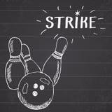 炫耀保龄球和别针手拉的剪影体育项目 画乱画与标志罢工的元素在黑板背景 免版税库存图片