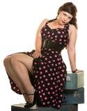 炫耀她的行程的妇女 免版税库存图片