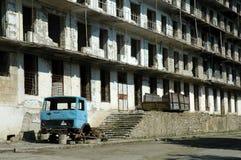 炮击大厦废墟在纳戈尔诺卡拉巴赫 免版税库存照片