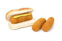 炸丸子三明治用芥末和两个炸丸子 免版税库存图片
