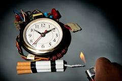 炸弹香烟计时不健康 图库摄影