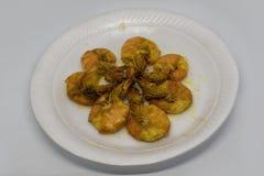 炸虾或油煎的大虾是被油炸的小虾和大虾 免版税库存照片