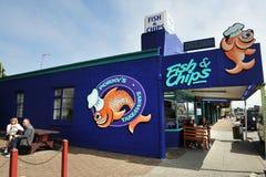 炸鱼加炸土豆片商店在新西兰 库存图片