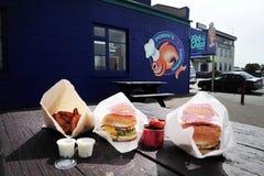 炸鱼加炸土豆片商店在新西兰 免版税库存照片