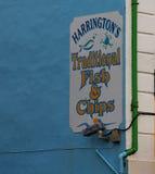 炸鱼加炸土豆片商店的标志幽谷的爱尔兰 图库摄影
