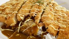 炸鸡和米的行动在板材用蛋黄酱在上面 影视素材