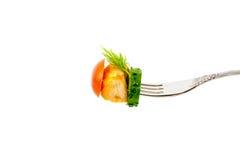 炸鸡片断与菜的在被隔绝的叉子 图库摄影