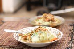 炸鸡片断与辣调味料,版本1的 免版税库存图片
