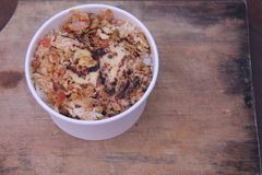 炸鸡片断与辣调味料,版本5的 库存图片
