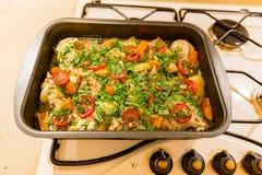 炸鸡用土豆和菜 库存照片
