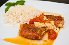 炸鸡用schwarzwald火腿和无盐干酪乳酪 免版税库存图片