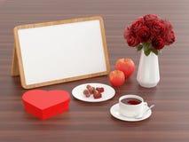 点心、咖啡、苹果、花和whiteboard 免版税库存照片