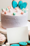 点心和甜点与一个空插件 大模型 库存图片