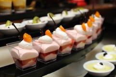 点心奶油甜点草莓 免版税库存图片