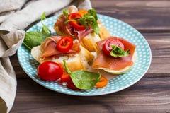 点心开胃菜用意大,胡椒切片,蕃茄a 图库摄影
