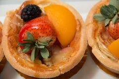 点心果子馅饼被分类的热带水果 库存图片