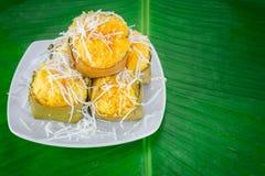 点心泰国甜sugarpalm蛋糕用椰子 免版税库存图片