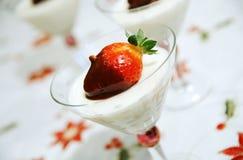 点心牛奶草莓 库存图片