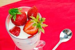 点心用成熟草莓 免版税库存图片