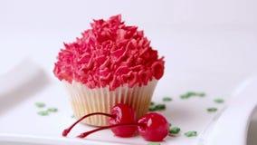 点心 曲奇饼 蛋糕用樱桃 蛋糕用果子和咖啡 股票视频