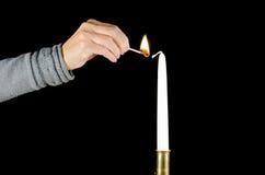 点燃一个蜡烛 库存照片